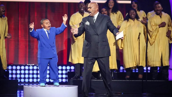Little Big Shots - Plot